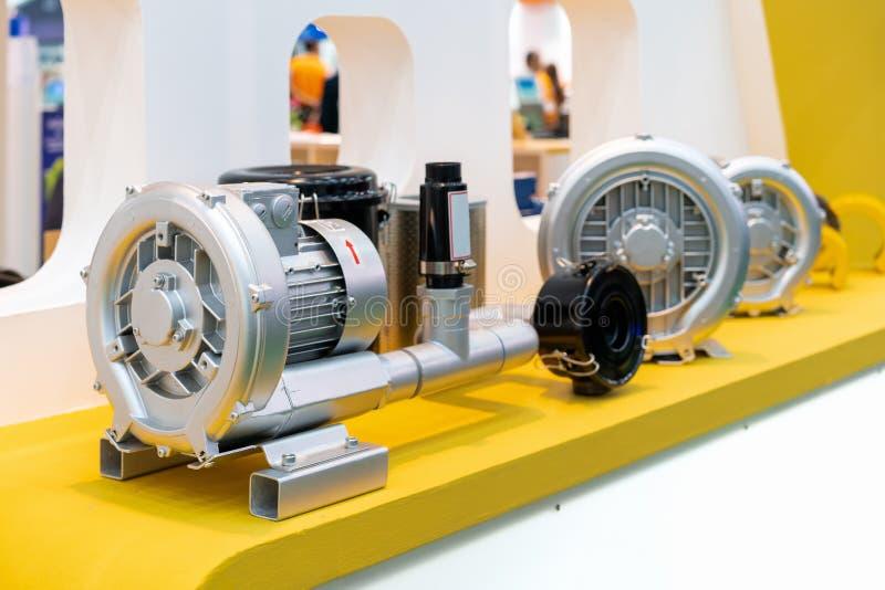 Industriell centrifugal virvel- eller högtryckblåsare med motorn royaltyfri foto
