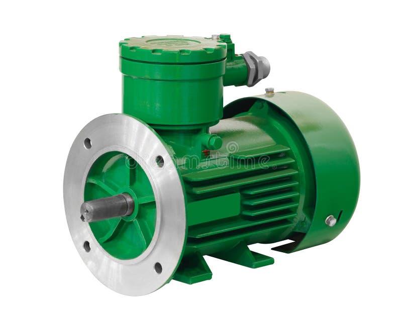 Industriell explosionproof grön asynkron elektrisk motorisk generator som isoleras på vit bakgrund som skyddas explosivt royaltyfri bild