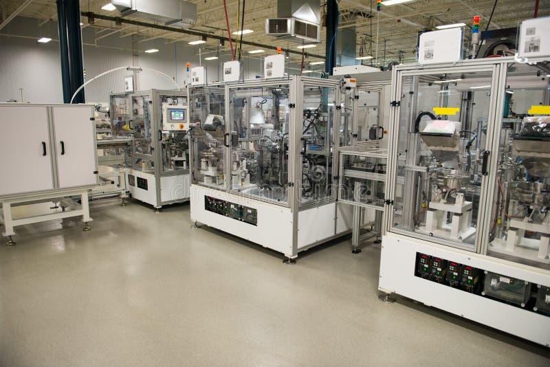 Industriell fabriks- fabrik, automationmaskiner royaltyfria foton