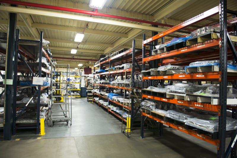 Industriell fabriks- fabrikslagerlätthet fotografering för bildbyråer