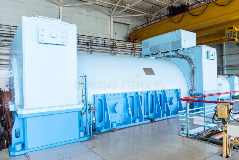 Industriell generator i kärnkraftverket arkivfoto