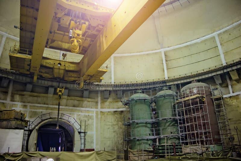 Industriell polar roterande kran av brotyp Konstruktion av kärnkraftverket arkivfoton