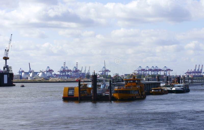Industriell port av Hamburg fotografering för bildbyråer