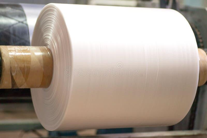 Industriell produktion av plastpåsar Utrustning för tillverkning av royaltyfri foto