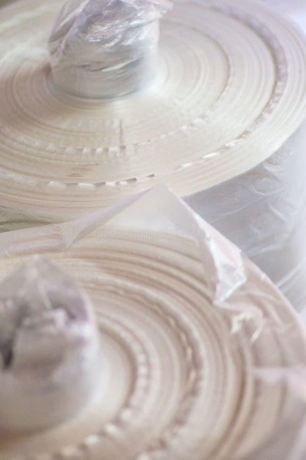 Industriell produktion av plastpåsar Utrustning för tillverkning av royaltyfri bild