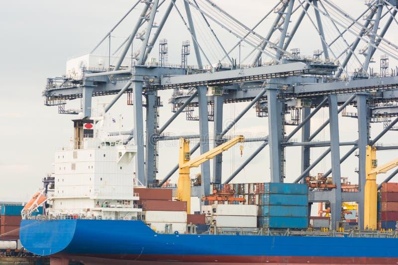 Industriell ship för behållarelastfraktar arkivfoto