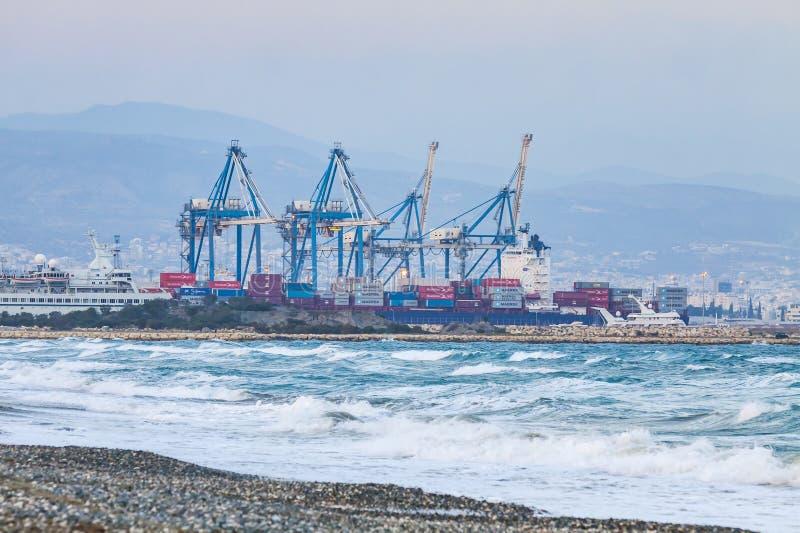Industriell sikt av havsport av Limassol, Cypern royaltyfria foton