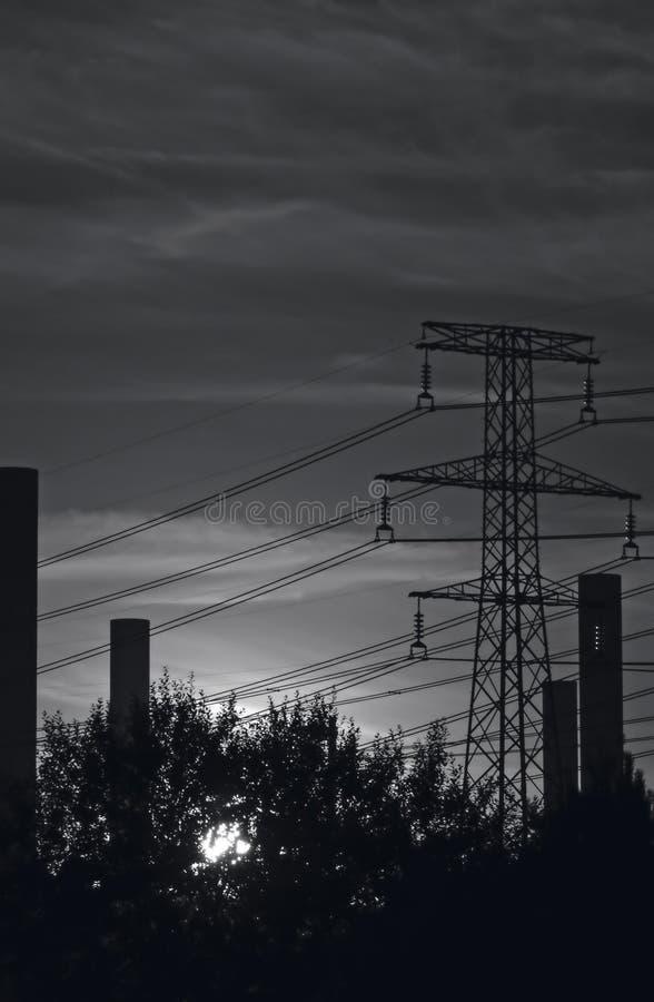 Download Industriell sky w för b arkivfoto. Bild av pylons, industri - 30326