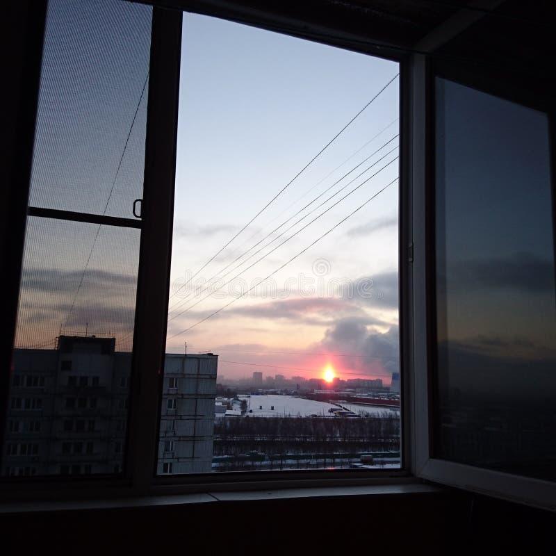 industriell soluppgång royaltyfri foto
