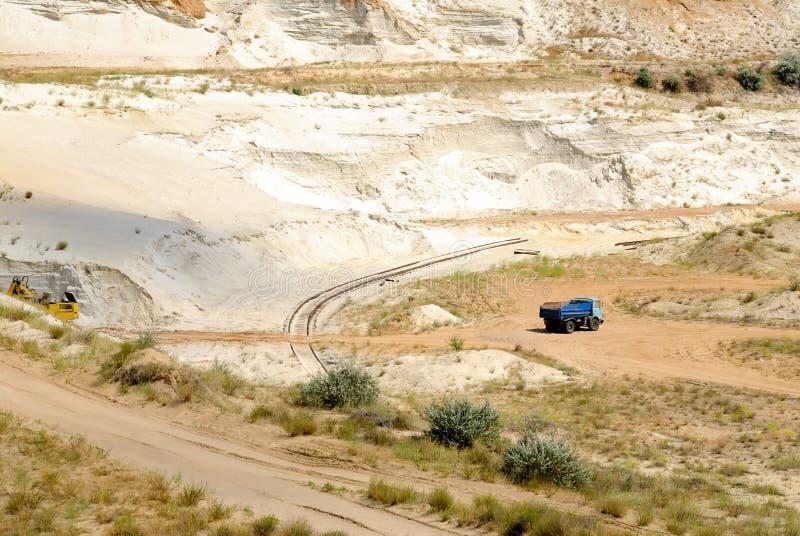 Industriell utarbetande bilda sand i en dagbrott royaltyfria foton