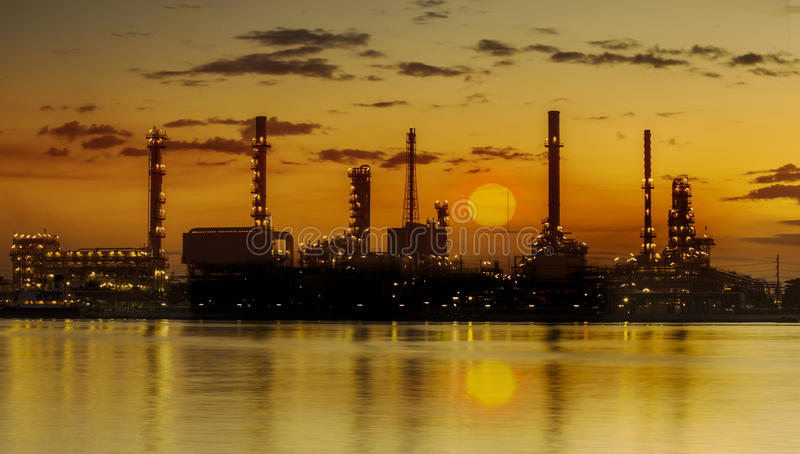 Industriell växt för raffinaderi arkivbild