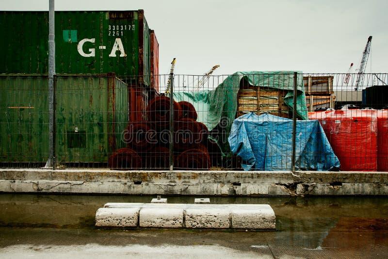 Industriella behållarelastfrakter sänder för logistiskt importexportbegrepp Portbakgrund arkivfoton