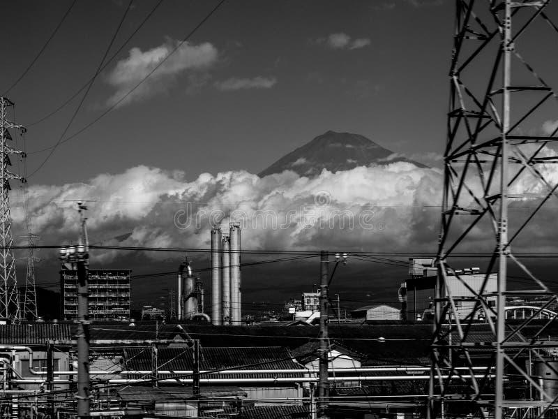 Industriella Japan och Mount Fuji arkivbild