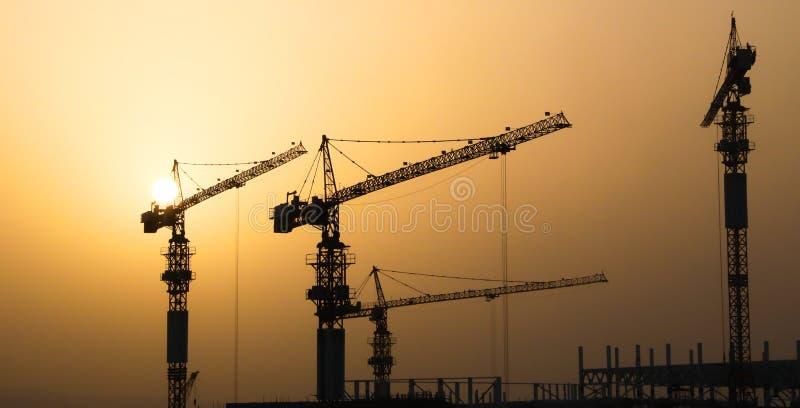 Industriella konstruktionskranar och byggnad stock illustrationer