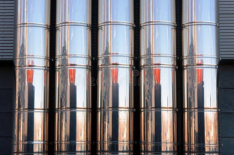 Industriella metallrör av ett ventilationssystem royaltyfria foton