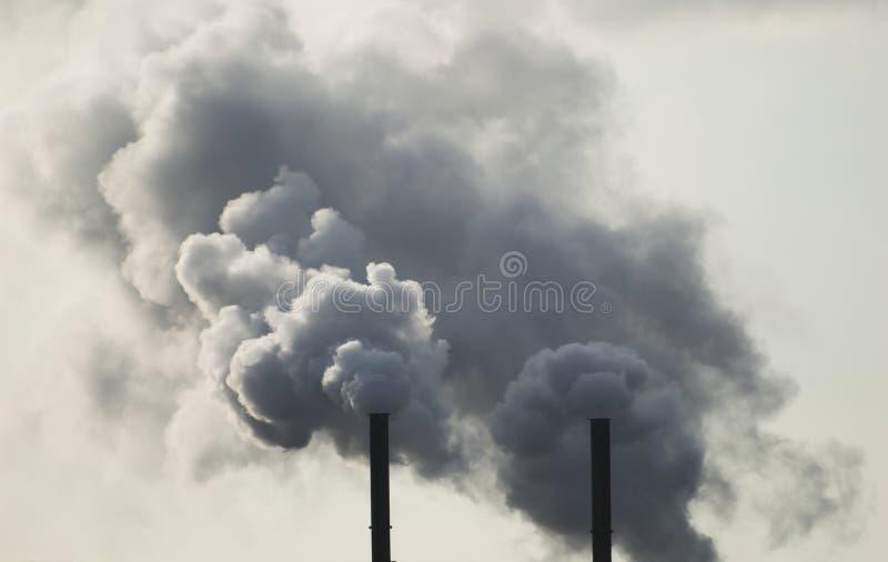 industriella rökbuntar arkivbild