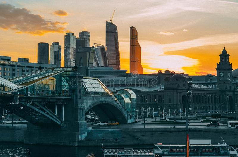 Industrielle Abend Moskau-Ansicht stockfotografie