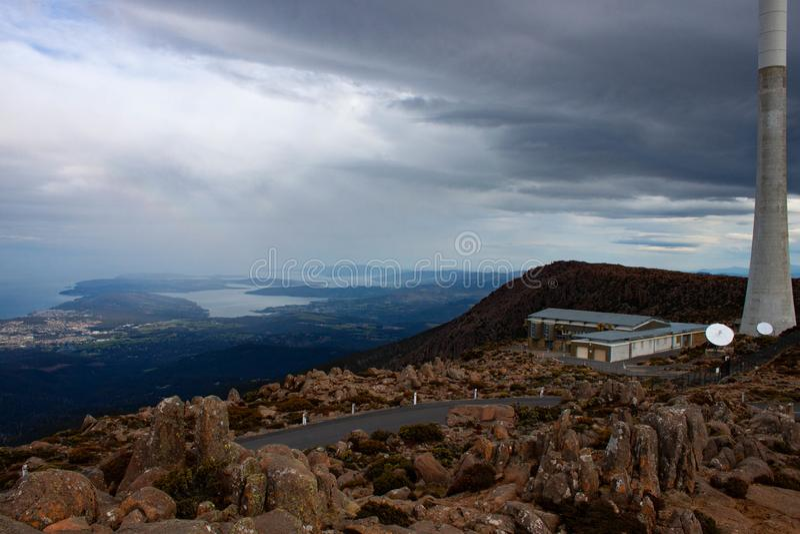 Industrielle Gebirgsspitze Tasmanien lizenzfreie stockfotos
