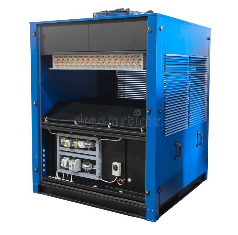 Industrielle Klimaanlage auf weißem Hintergrund Kompressor, Kühlvorrichtung stockfotos