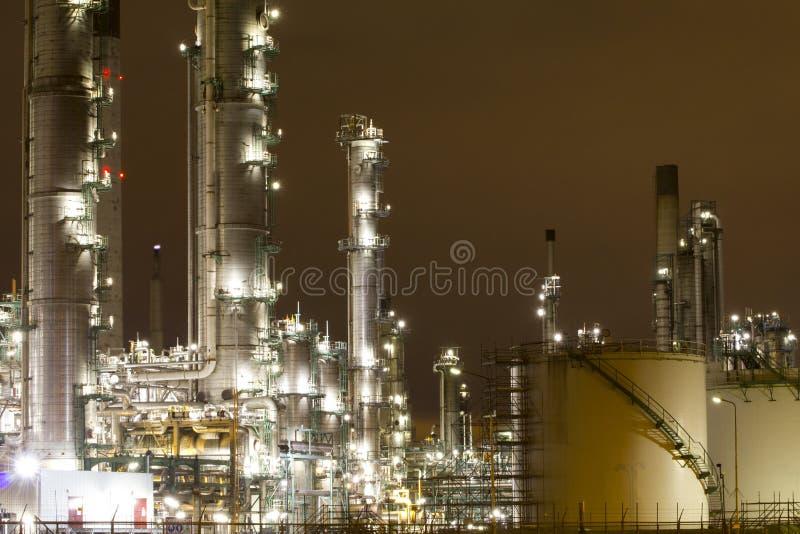 Industrielle Landschaft nachts lizenzfreie stockfotos