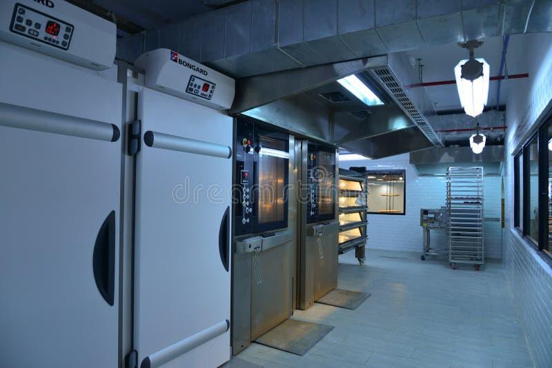 Industrielle Maschinen an der Bäckerei lizenzfreies stockfoto