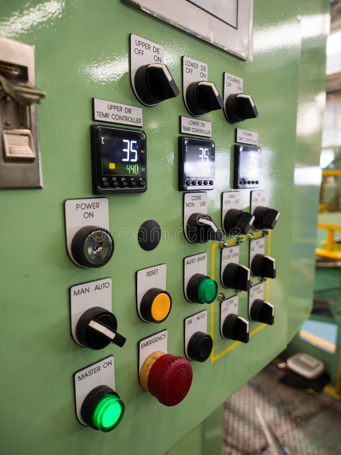 Industrielle Maschinenhightechsteuerung durch PLC-Programmierungsklotz lizenzfreie stockbilder