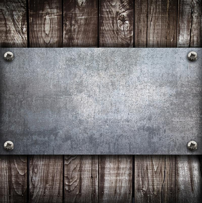 Industrielle Metallplatte auf einem hölzernen Hintergrund stock abbildung