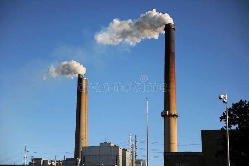 Industrielle Smokestacks stockfotografie