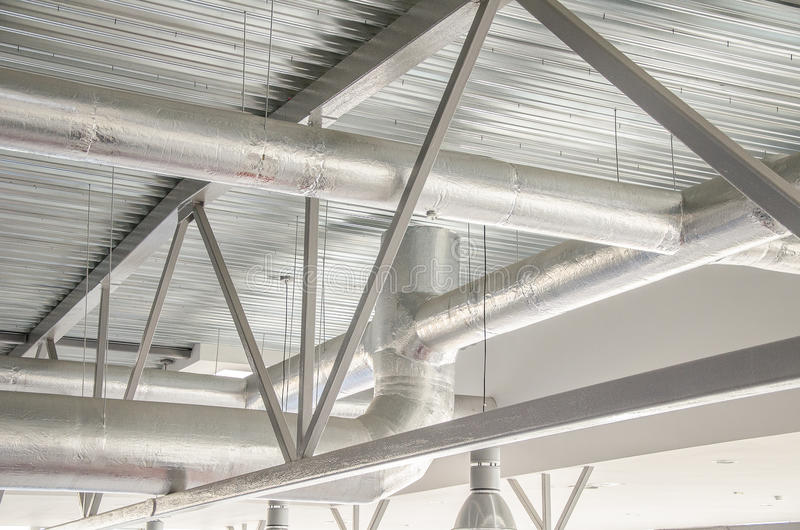 Industrielle Stahllüftungsrohre. lizenzfreie stockbilder