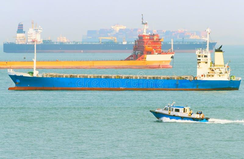 Industrieller Frachtschiffe Singapur-Hafen stockbilder