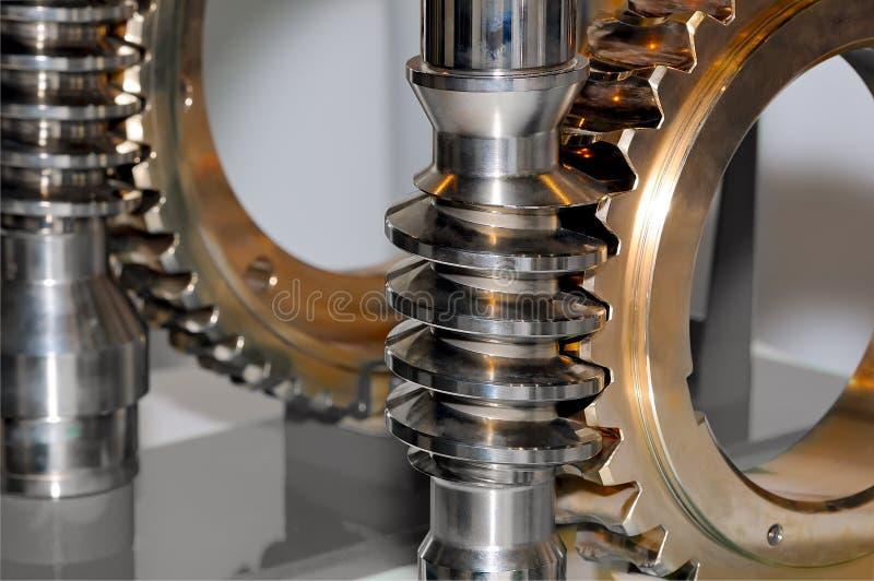 Industrieller Gang und ein Stirnradgetriebe, Zahnrad stockbild