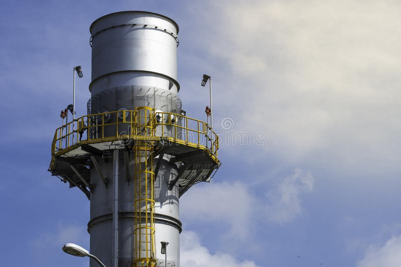 Industrieller Hitzewiederaufnahme-Dampfauspuffstapel stockfotos