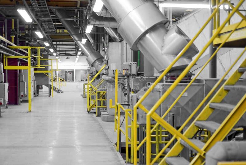 Industrieller Innenraum eines generischen Kraftwerks stockfotos