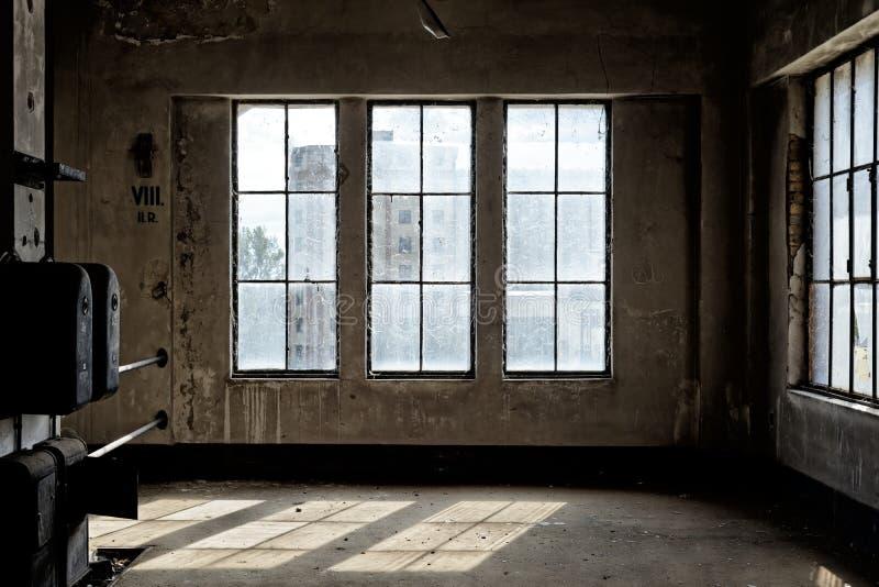 Industrieller Innenraum mit Brlicht stockbilder