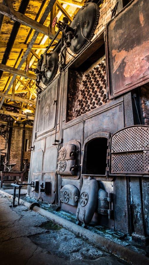 Industrieller Kamin der Dampfmaschine lizenzfreie stockfotografie