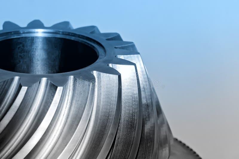 Industrieller konischer Gang, Zahnrad Blaues getontes Bild lizenzfreie stockfotografie