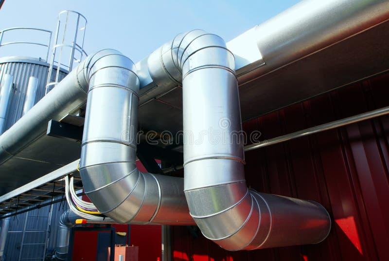 Industrieller Rohrleitungisolierungshimmel stockbilder