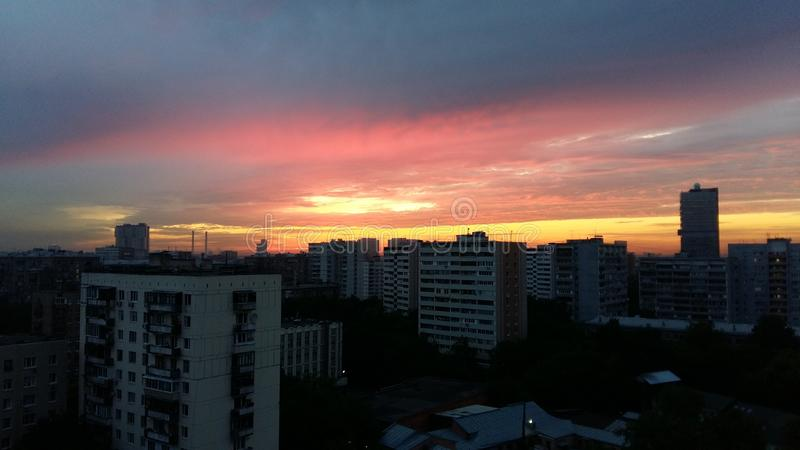 Industrieller Sonnenaufgang Moskaus lizenzfreie stockfotos