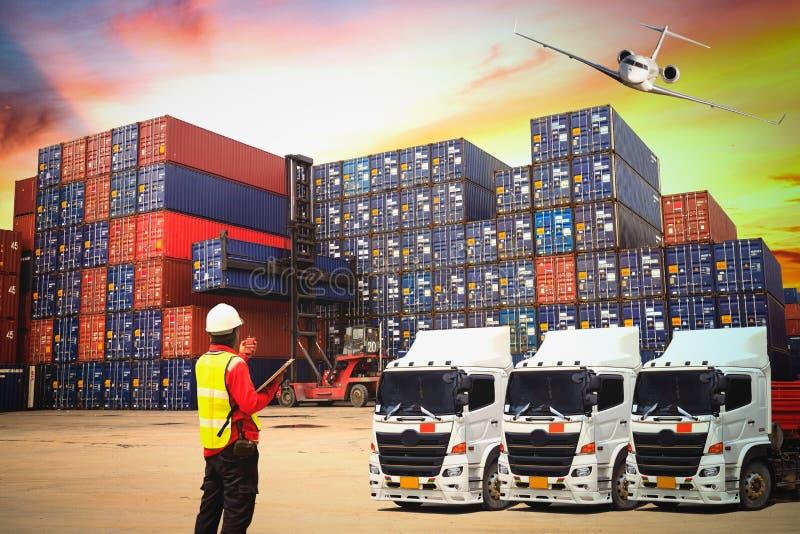 Industrielles Behälter-Frachtfrachtschiff für logistische Import-Ausstellung lizenzfreie stockfotografie