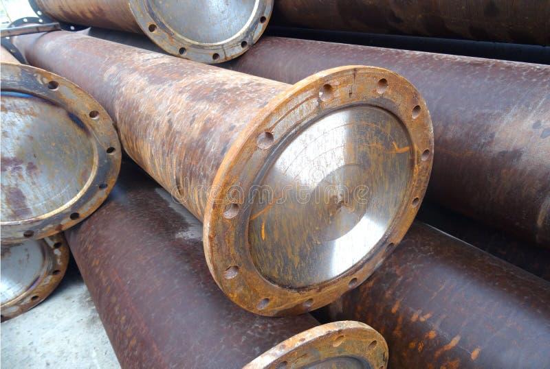 Industrielles Lager von fertigen Stahlrohren und von Metallprodukten stockbild