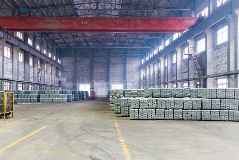 Industriellt färdigt - produktlager arkivbild