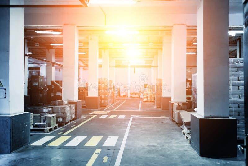 industriellt inre lager Gods, i att förpacka för låda och för polyetylen royaltyfri bild