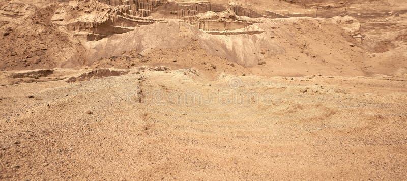 Industriellt sandvillebr?d Utvecklingen av sandgropen Konstruktionsbransch royaltyfri fotografi