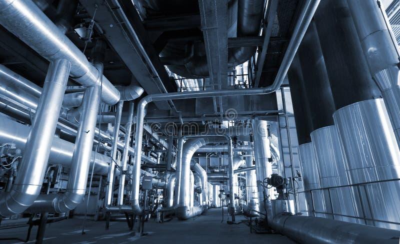 Industriestahlrohrleitungen an der Fabrik lizenzfreie stockfotografie