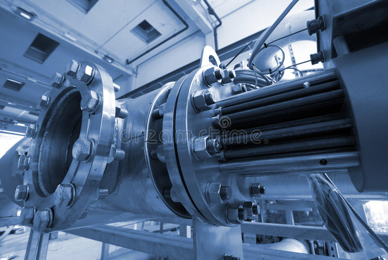 Industriestahlrohrleitungen an der Fabrik lizenzfreie stockfotos