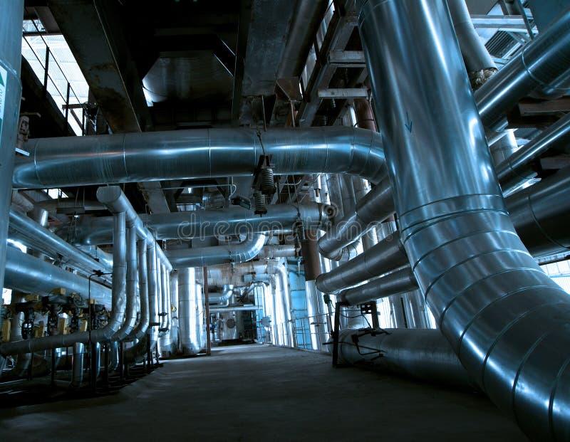 Industriestahlrohrleitungen an der Fabrik lizenzfreies stockbild