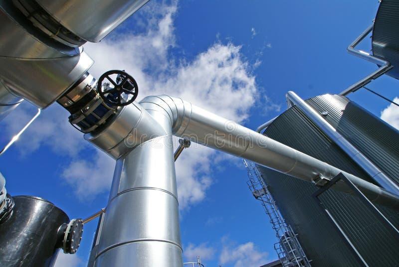 Industriestahlrohrleitungen und -ventil lizenzfreie stockfotos