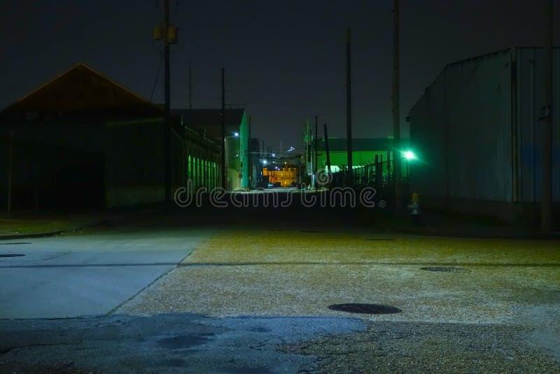 Industriezone bij nacht stock fotografie