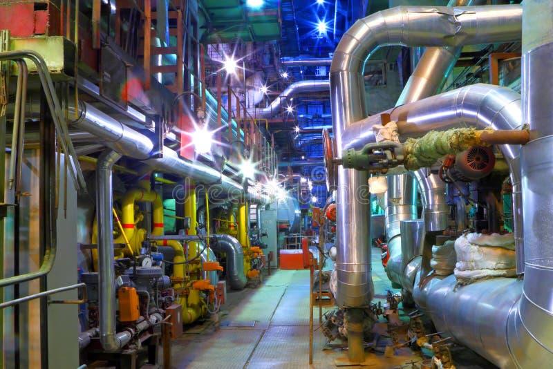 Industriezone.  Pijpleiding van een hoge druk stock fotografie
