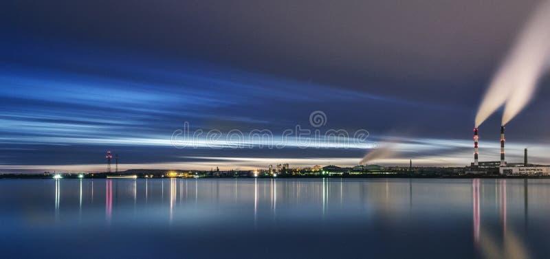Industriezone van Kiev Bank van de rivier Dnieper royalty-vrije stock foto